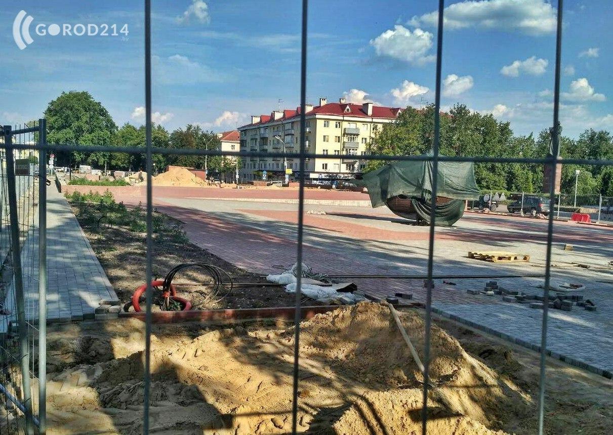 На площади Скорины в Полоцке появилась новая конструкция – фотофакт