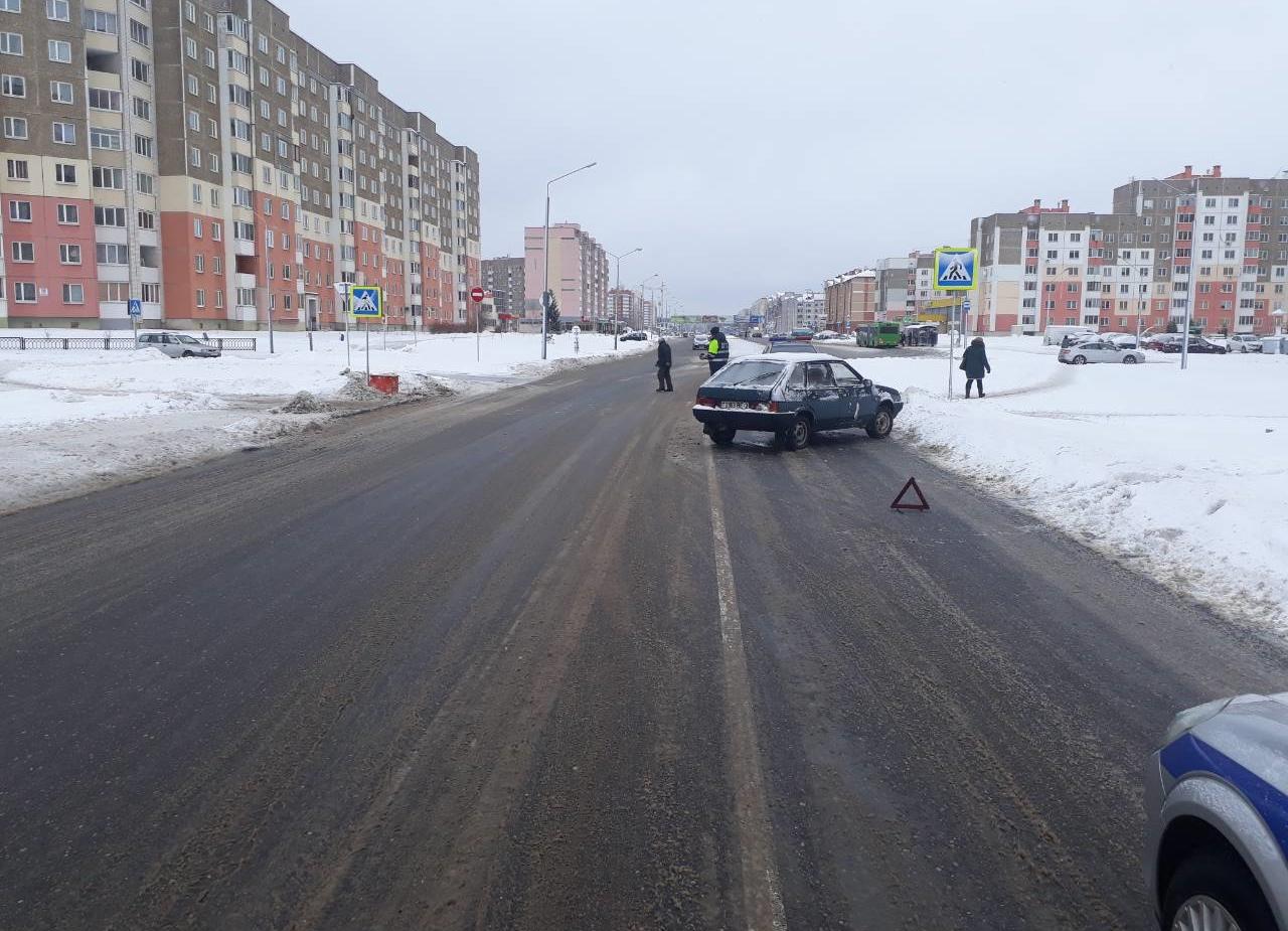 Водитель успел затормозить, но авто развернуло: в Новополоцке легковушка сбила ребенка на «зебре»