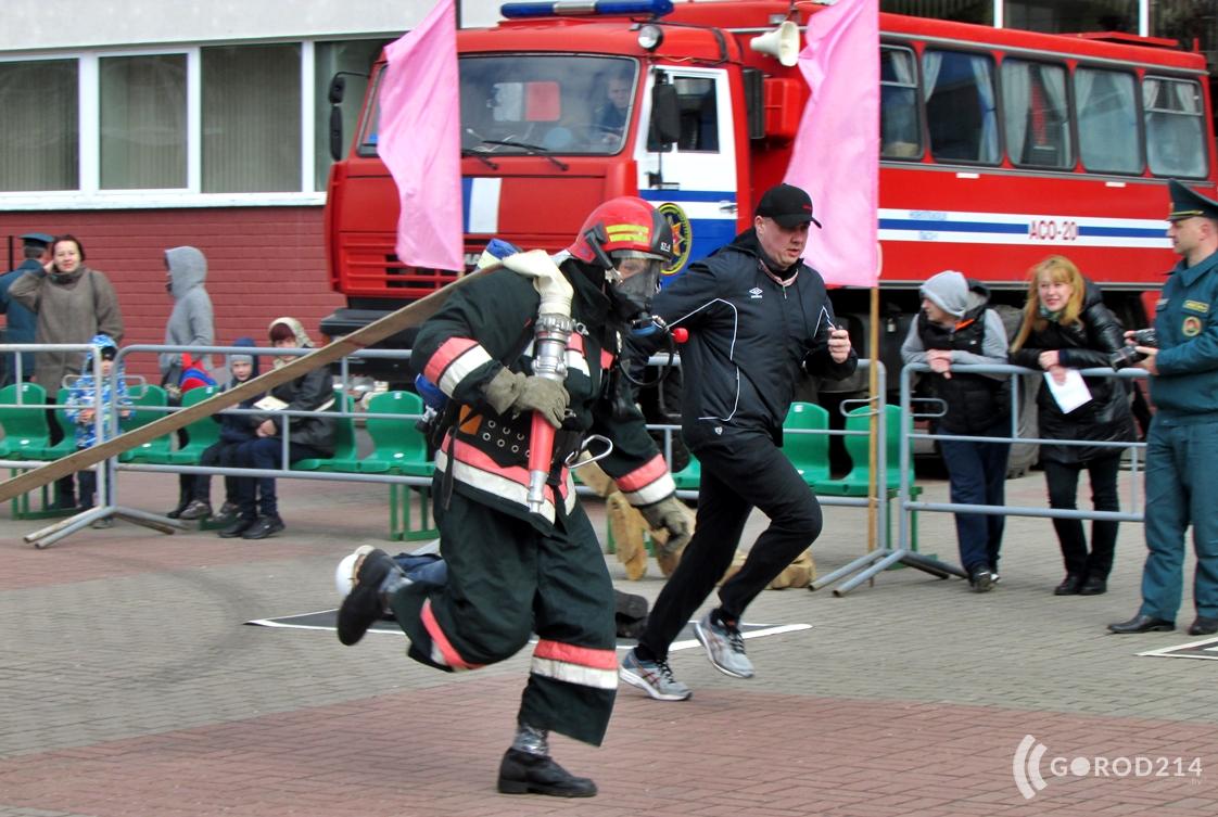 Спасатели устроят большой праздник на площади Строителей. Будет кроссфит, выставка техники и игровая площадка для детей