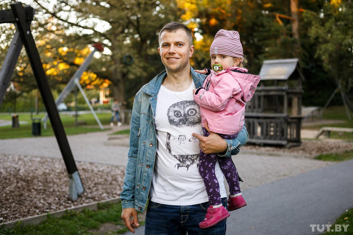 «В Беларуси вряд ли ушел бы в декрет. А в Швеции это обычное явление»: семья новополочан уже семь лет живет в Стокгольме
